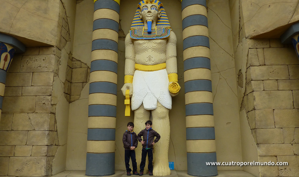 Posando delante del Temple X-pedition