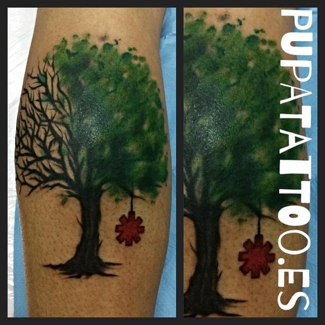 Tatuaje Árbol Pupa Tattoo Granada