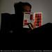 """La représentation continue 2960 - Autoportrait avec """"Zen & the Art of Motorcycle Maintenance"""", de Robert M. Pirsig — Malakoff, Hauts-de-Seine, France by Afchine Davoudi"""