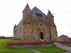 Eglise fortifiée du XVIIème à Saint-Juvin