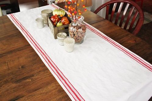 autumn-dining-room-table-with-tea-towel-fabric-runner