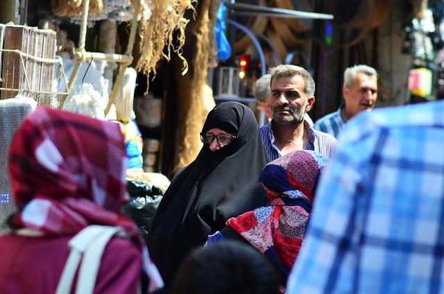 Gente de Estambul. Mujer Cubierta vestida de negro