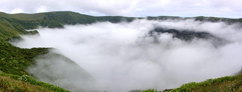 20. Mar de nubes en la caldera de la isla Faial. Autor, Guillaume Baviere