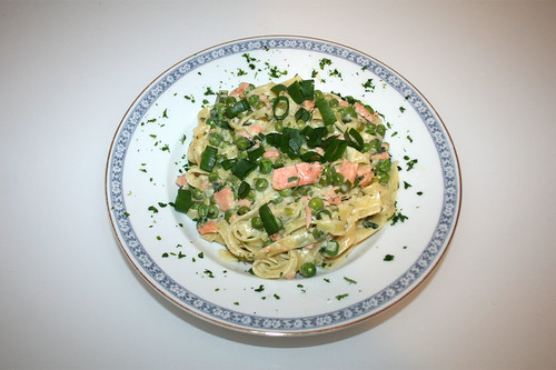40 - Tagliatelle mit Erbsencreme & Räucherlachs - Serviert / Tagliatelle with pea cream & smoked salmon - Served
