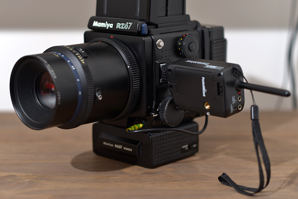 Mamiya RZ67 and PocketWizard MultiMAX | MultiMAX is attached