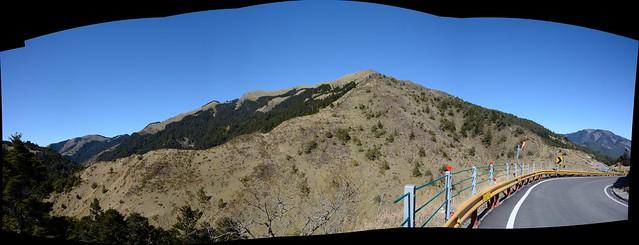 合歡山遊客中心遠眺北合歡山