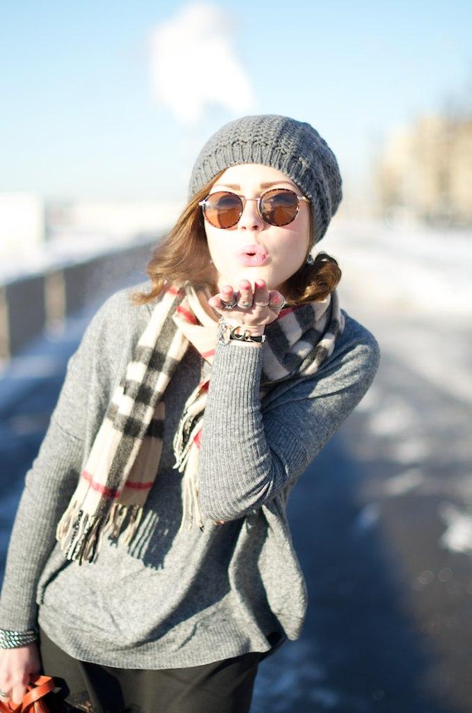 LIP_lifeinpolkadotcom_lifeinpolka_aksinia_aksinias_photoshoot_polka_dot_streetstyle_sun_and_snow_12
