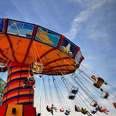 Looks like #fun .... Too bad this would make me ill! #chicago #navypier #swing #ride #amusement #funforsome #iamdizzylookingatthis