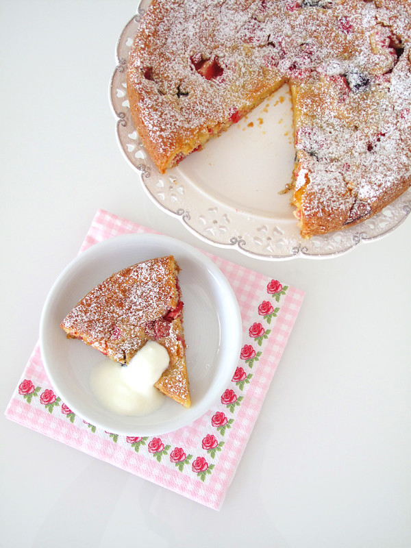 Speedy Berry Cake