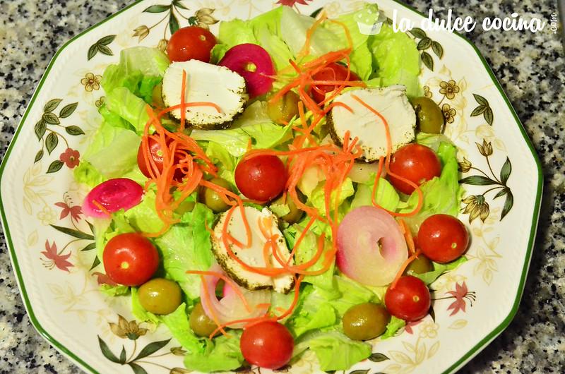 Añadimos los cherry y demás ingredientes a la ensalada