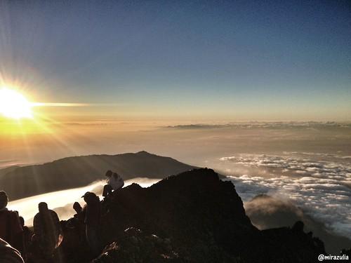 cloud mountain mountains nature sunrise indonesia hiking adventure lombok cloudporn rinjani