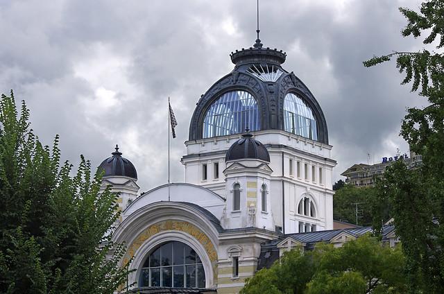 Evian les bains haute savoie le palais lumi re ex for Architecte interieur haute savoie