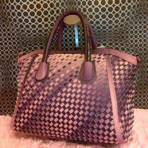 #bottega #bags #bagslover #online #shop #onlineshop #boutiques #elegant #hijab #hijaber #hijabers  #muslimwears #muslimfashion #muslimah #muslim #fashion #newhijab #akhwat #kaftan #gamis #instafashion #iphonesia #facebook #droidfashion #dress  #dagang #ju
