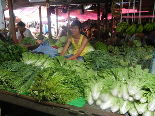 Nyaung shwe green produce vendor