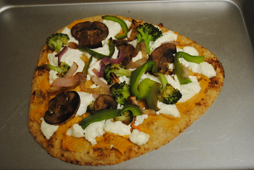 veggie and goat cheese naan pizza (1)