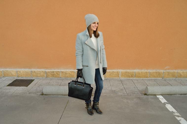 lara-vazquez-madlula-style-grey-black-coat