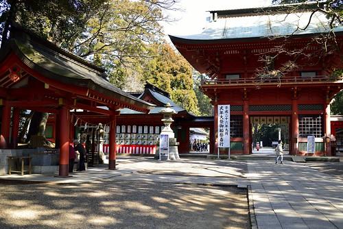 鹿嶋神宮手水舎と楼門 by leicadaisuki