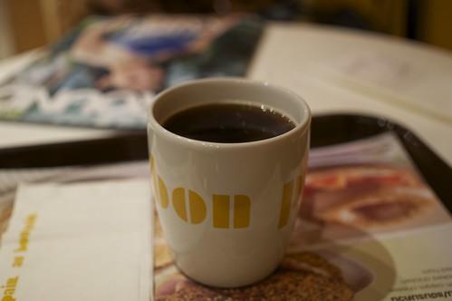 "au bon pain coffee in thailand.  testing new lens ""Sigma 30mm f2.8 EX DN for Sony NEX e-mount""."