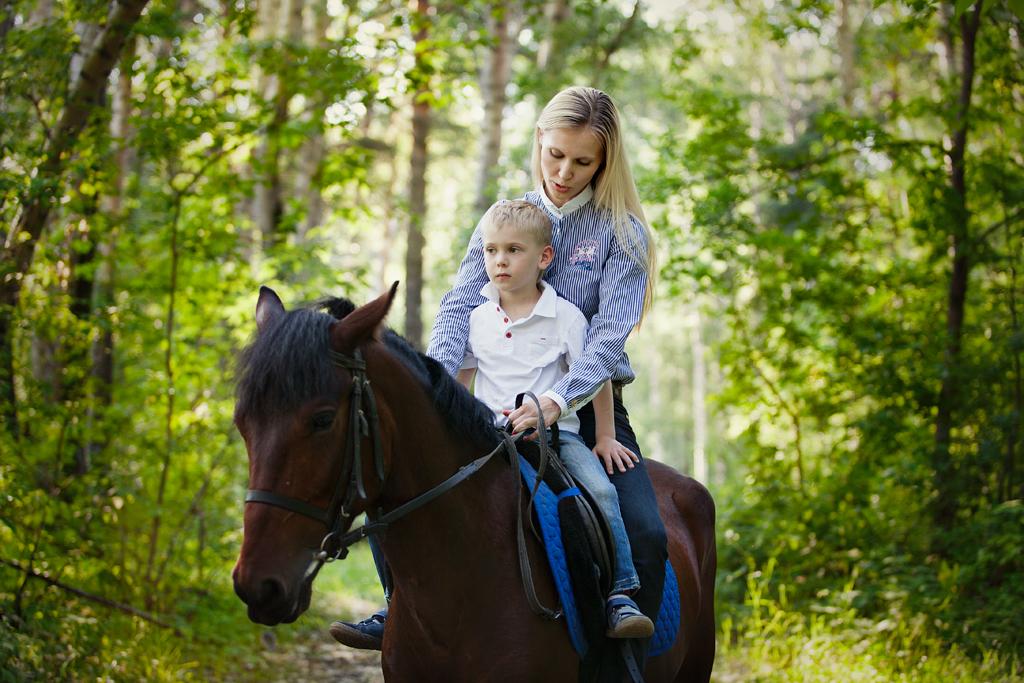 Фотопргулка в парке с лошадью