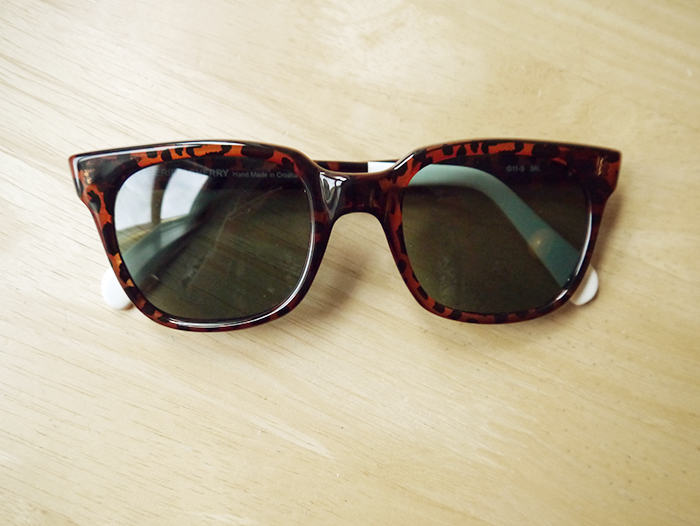 sheriff and cherry sunglasses outfit giveaway 1