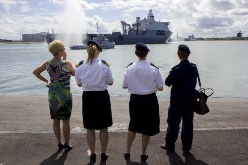 marinepersoneel kijkt naar Doorman