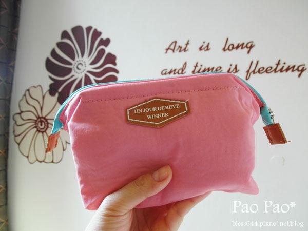 粉色系優雅尼龍小化妝包