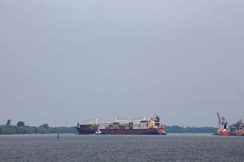 MV ARIES en évitage - ©www.BordeauxPaquebots.com