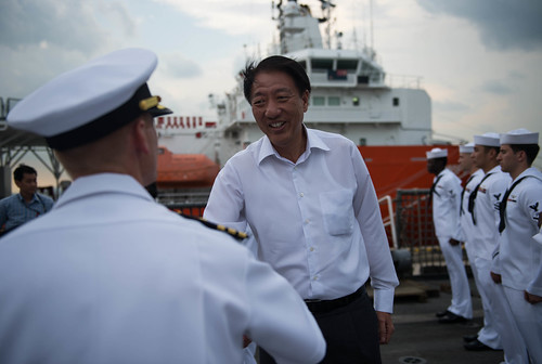 Commanding Officer Capt. Timothy Wilke greets Deputy Prime Minister of Singapore Mr. Teo Chee Hean