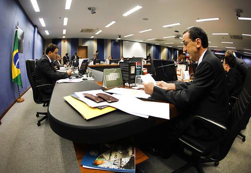 CNJ afasta ex-presidente do TJPR para investigar sua conduta