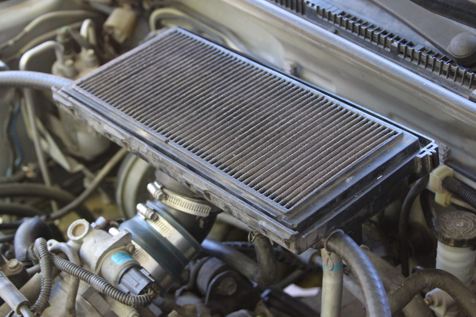 Air intake on the hood of a car - a luxury or a necessity 34