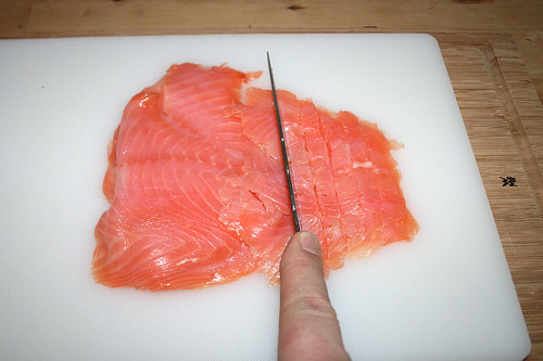 23 - Lachs in Streifen schneiden / Cut salmon in stripes
