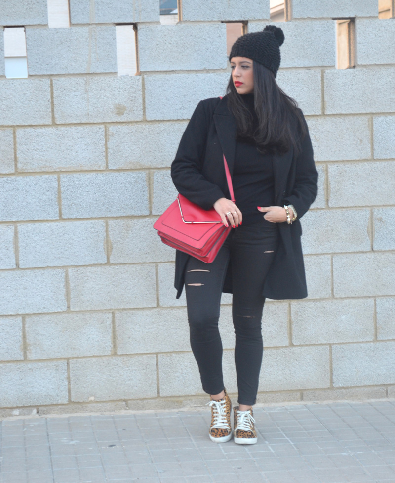 florencia blog total black look red boz bag print sneakers (8)