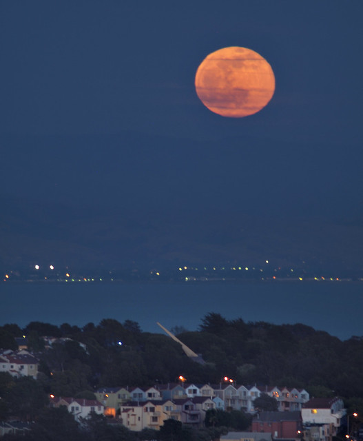 moonrise_bernal