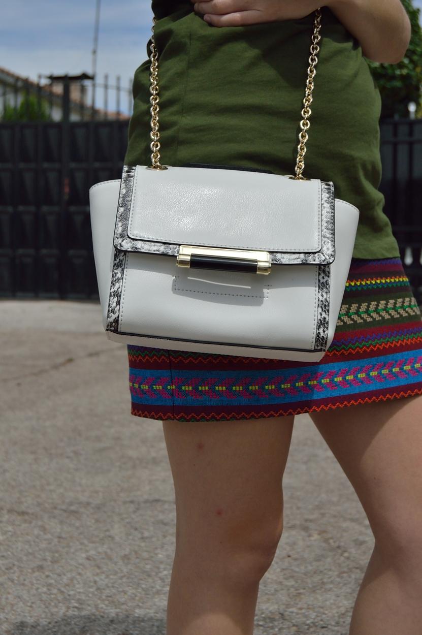 lara-vazquez-madlula-blog-details-dvf-white-bag
