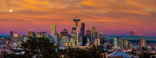 seattle sunset skyline golden washington downtown wa spaceneedle seattlecenter mtranier supermoon