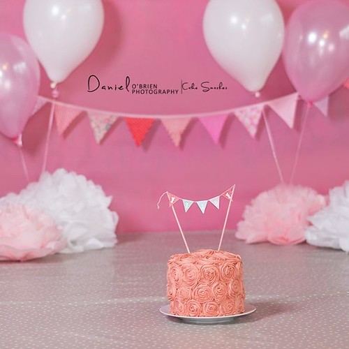 Hoping the birthday girl arrives soon, this cake is too tempting!!! #craughwellphotographer #danielobrienphotography #newstudio #craughwell #cakesmash