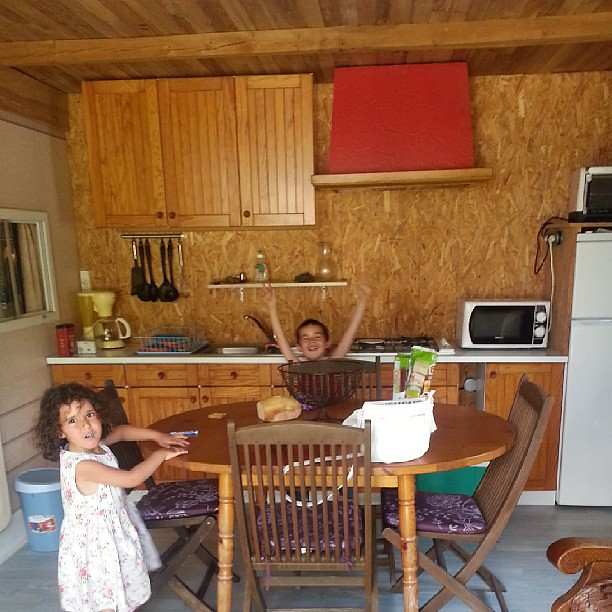 Au camping #salon #nofiltre #famille #ourlittlefamily #family #france #blog #blogueuse