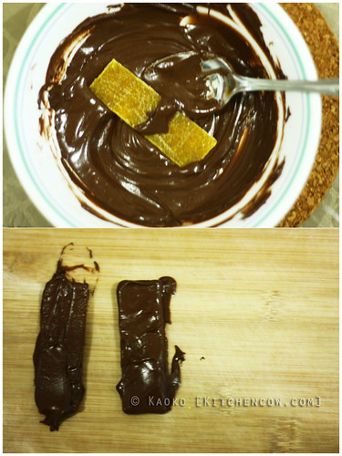 Chocolate-covered dried mangoes DIY