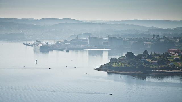 Ría de Ferrol orilla sur, planta de gas de Reganosa en Mugardos