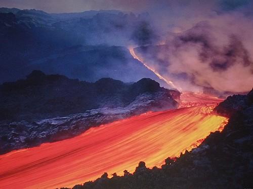 Randazzo - Un'eruzione dell'Etna fotografata su di un poster in un bar di Randazzo