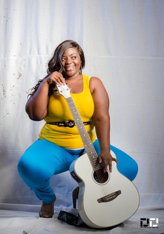 Miss eXcel Plus 2013 ladies on the strings