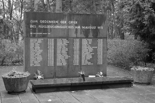Gedenkstein auf dem Waldfriedhof in Wildau erinnert an Flugzeugabsturz