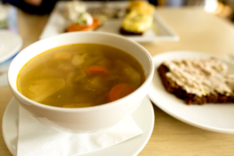 Icelandic meat soup and rye bread