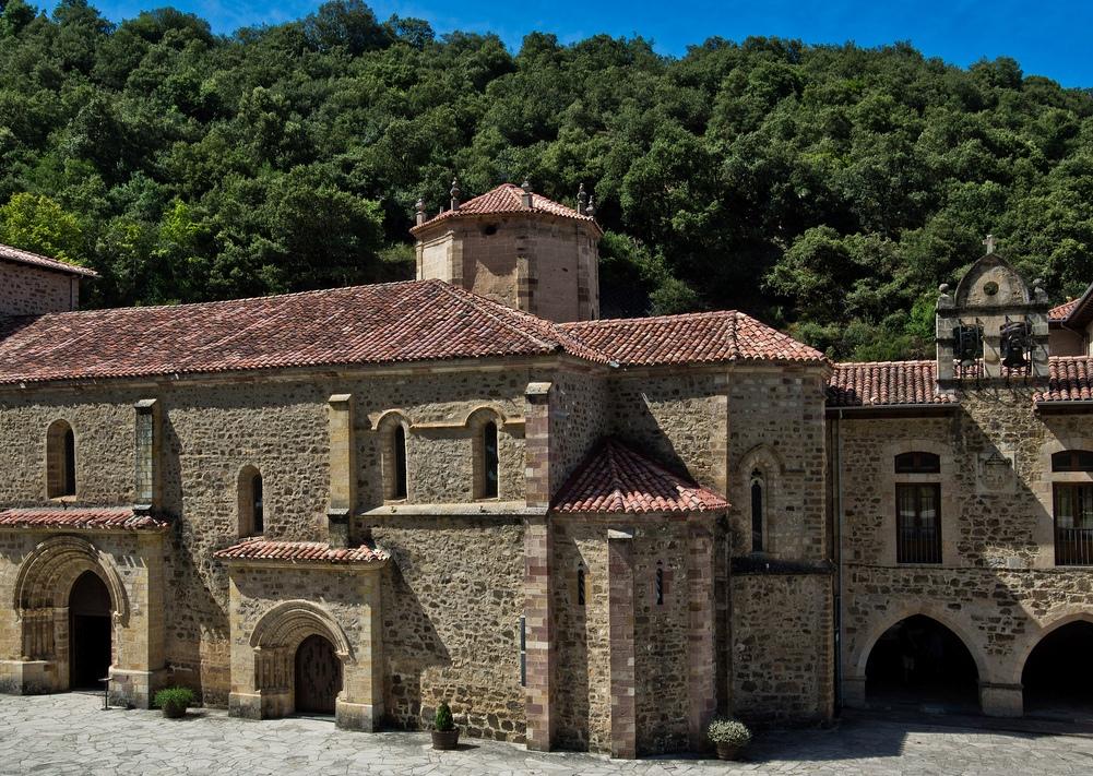 4. Monasterio de Santo Toribio de Liébana, cerca de Potes. Autor, Guillenperez