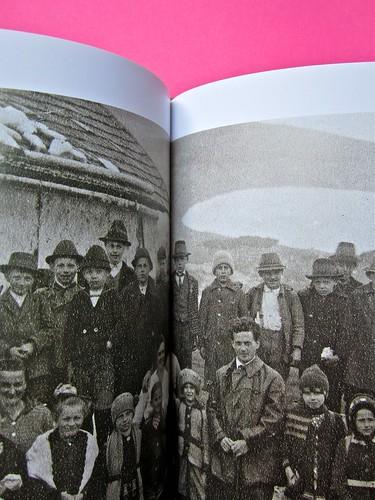 Michael Nedo (a cura di), Una biografia per immagini. Carocci 2013. Progetto grafico di Shoko Mugikura e Michael Nedo. Falcinelli & co. per l'ed. it. Pag. 202 e 203 (part.) 1