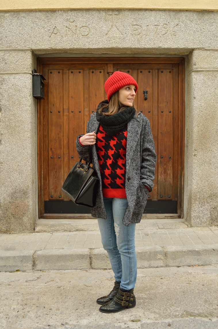 lara-vazquez-madlula-total-look-streetstyle-red-beanie-casual
