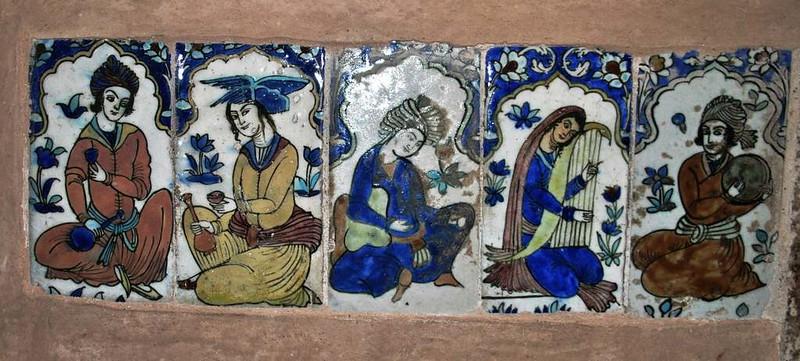 208 Detalle de los azulejos en los Antiguos Baños en la plaza Central de Kerman (8)