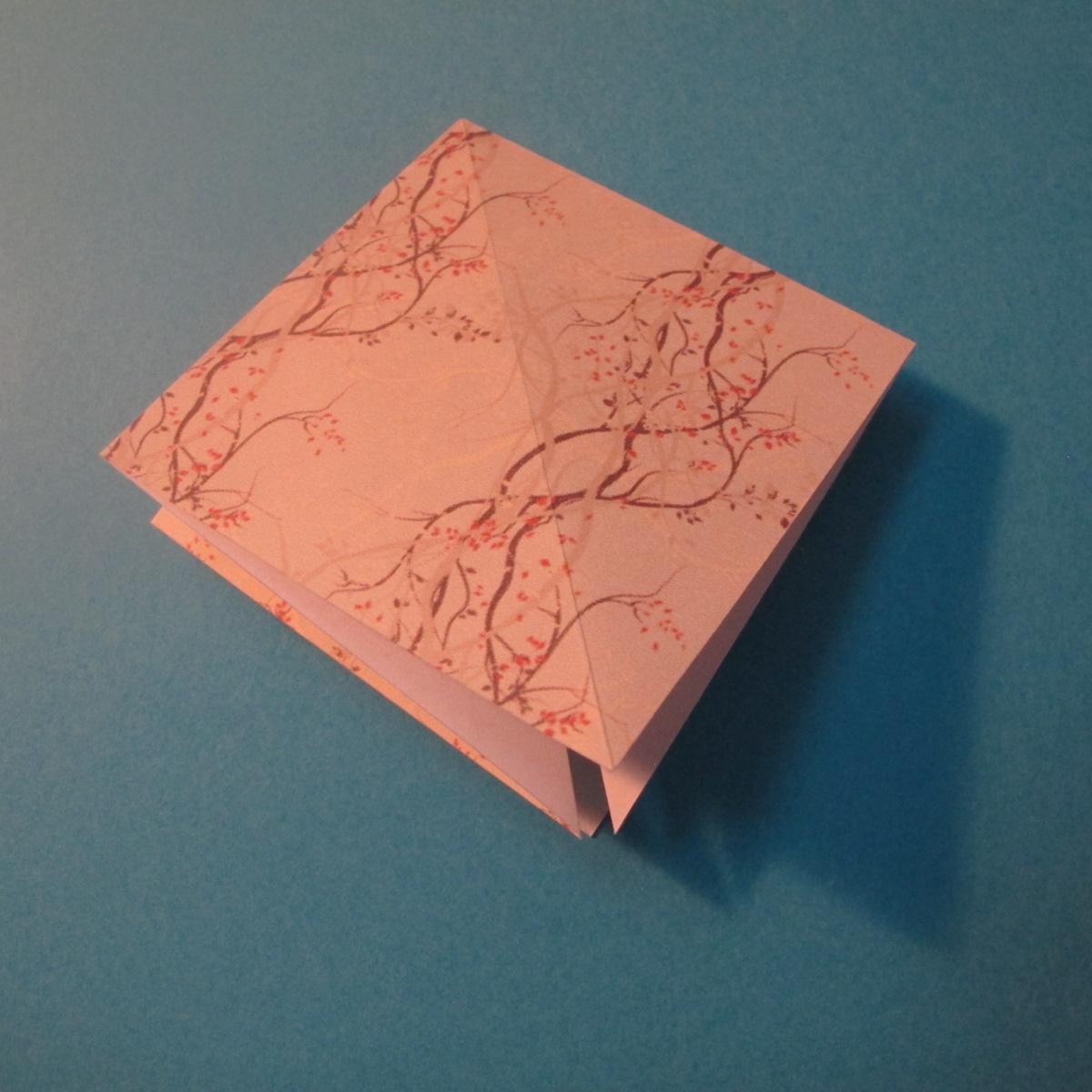 วิธีการพับกระดาษเป็นดาวสี่แฉก 008