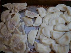 baked goods(0.0), produce(0.0), khinkali(0.0), manti(1.0), mandu(1.0), momo(1.0), pelmeni(1.0), food(1.0), dish(1.0), varenyky(1.0), dumpling(1.0), pierogi(1.0), jiaozi(1.0), buuz(1.0), cuisine(1.0), snack food(1.0),