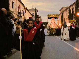 Procesión con el paso de la Virgen.